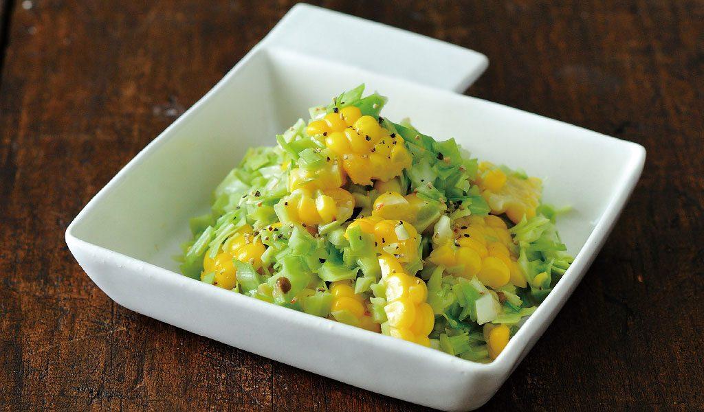 野菜をたっぷり食べたい時に。キャベツとトウモロコシのサラダ
