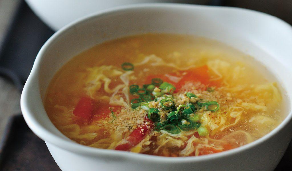 ゆでた麺を入れてもおいしい!井上家のトマトと卵のすっぱくて辛いスープ
