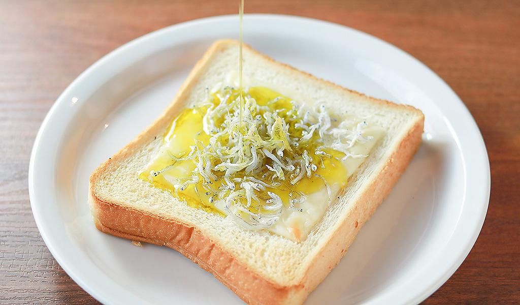 しらすとチーズのせトースト
